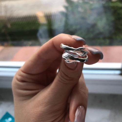 Prstan v obliki objema photo review